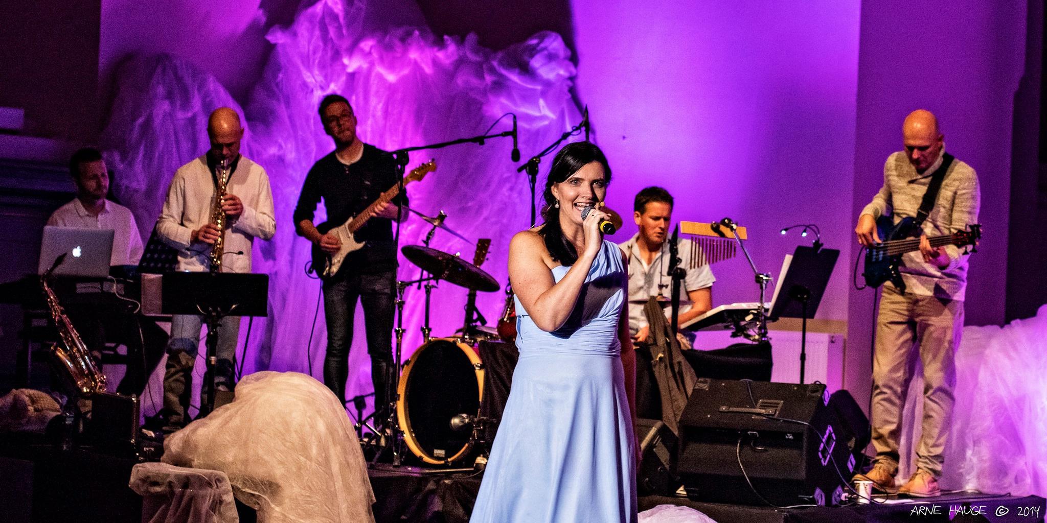 Marit Louise Barlaup og bandet i «En Reise Mot Håp»